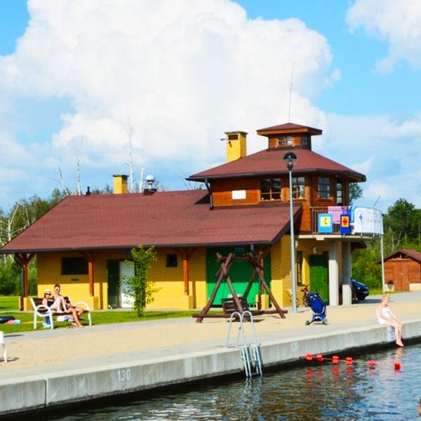 Plaza nad jeziorem mamry w wegorzewie