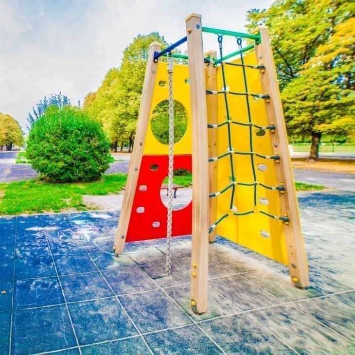 Plac zabaw dla dzieci w parku slaskim w chorzowie
