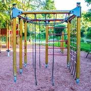 Small plac zabaw w parku wielkopolskim w warszawie