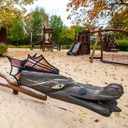 Small smoczy plac zabaw w parku zaczarowanej dorozki w krakowie