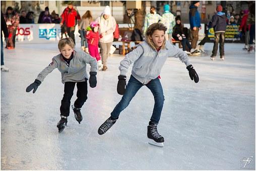 Ice skating 235547  340
