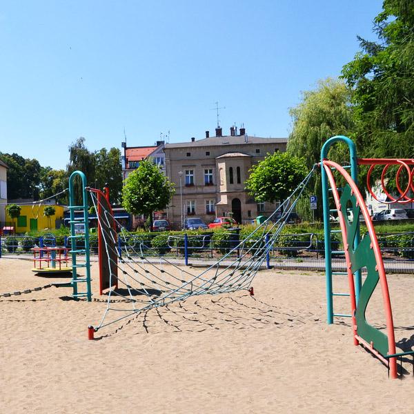Plac zabaw w parku solidarno ci trzebnica