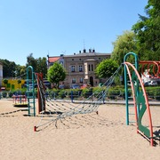 Small plac zabaw w parku solidarno ci trzebnica
