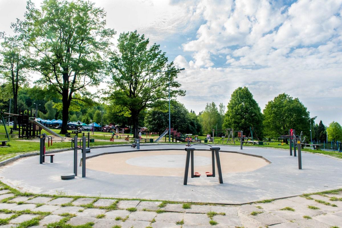 plac zabaw dla dzieci na błoniach Bielsko-Biała zdjęcie 8