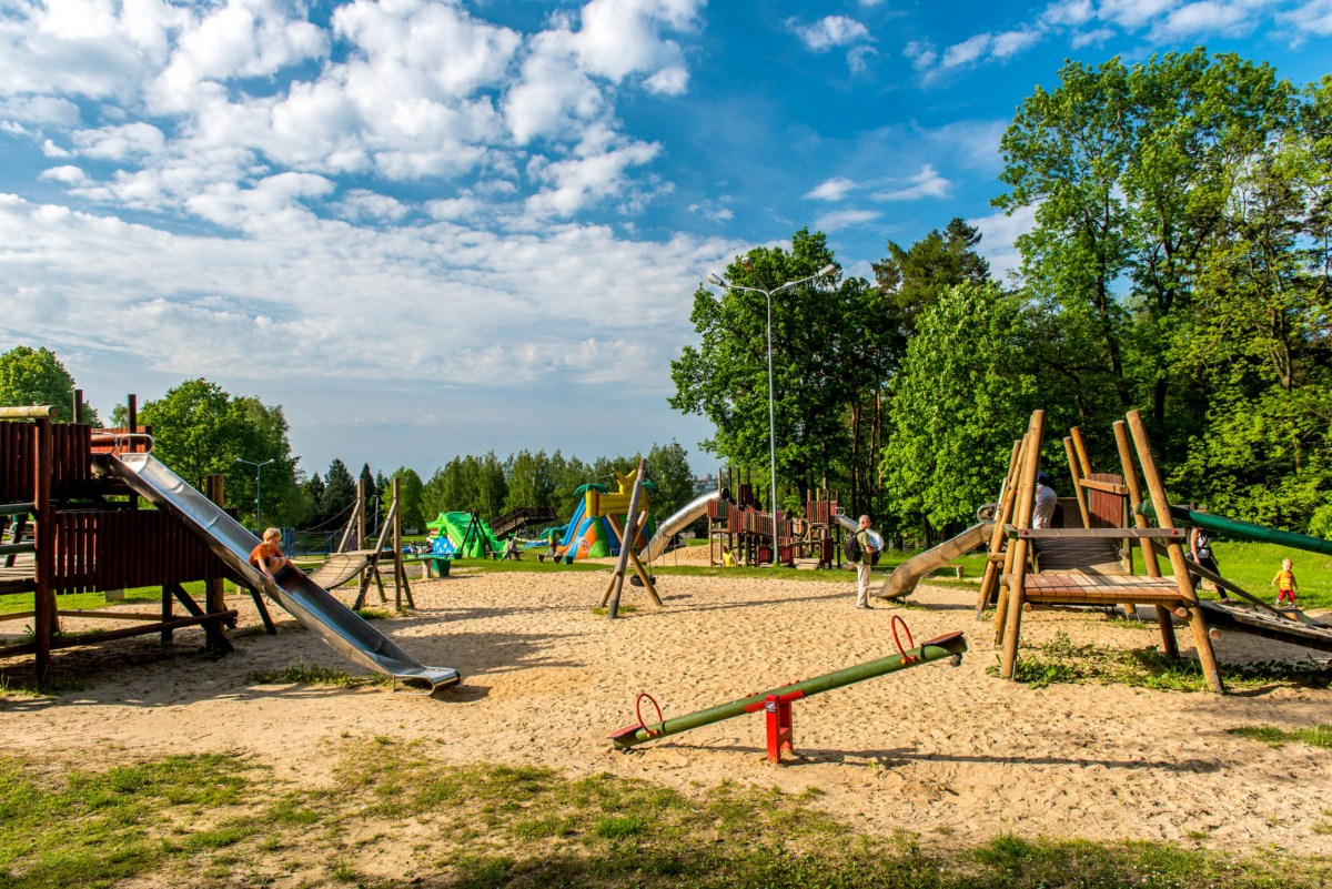 plac zabaw dla dzieci na błoniach Bielsko-Biała zdjęcie 7