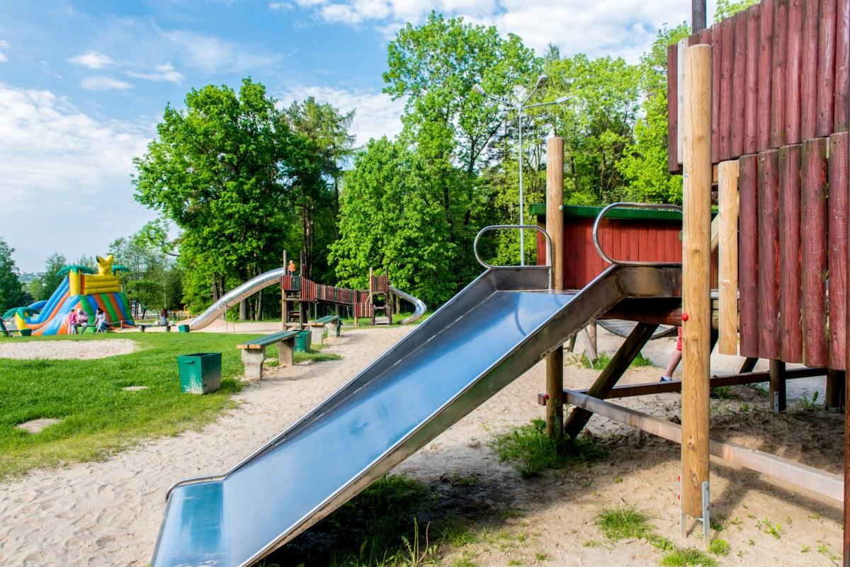 plac zabaw dla dzieci na błoniach Bielsko-Biała zdjęcie 6