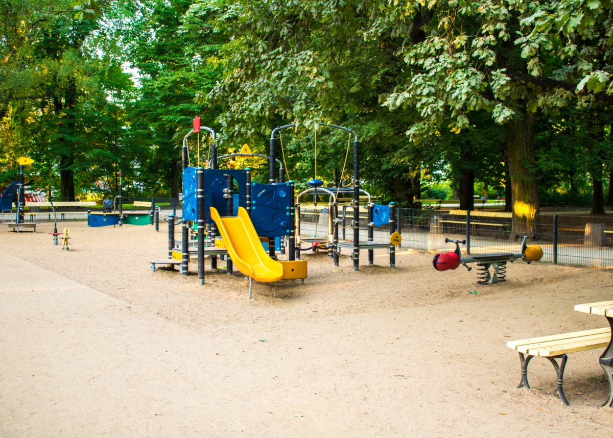 plac zabaw dla dzieci w ogrodzie saskim w Warszawie zdjęcie 8