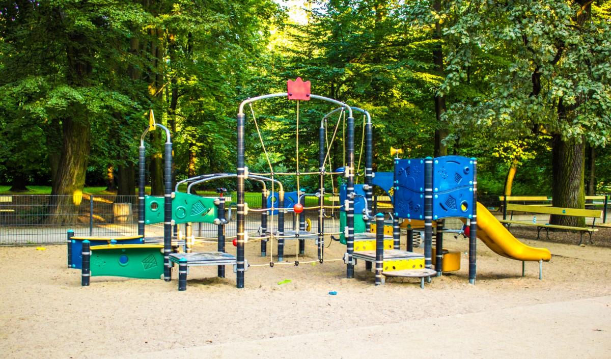 plac zabaw dla dzieci w ogrodzie saskim w Warszawie zdjęcie 5