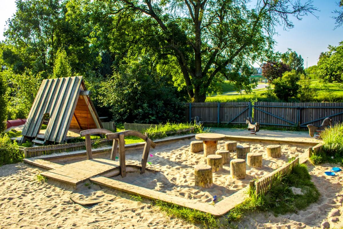 Plac Zabawy dla dzieci przy Służewskim Domu Kultury SDK Mokotów Warszawa zdjęcie 2