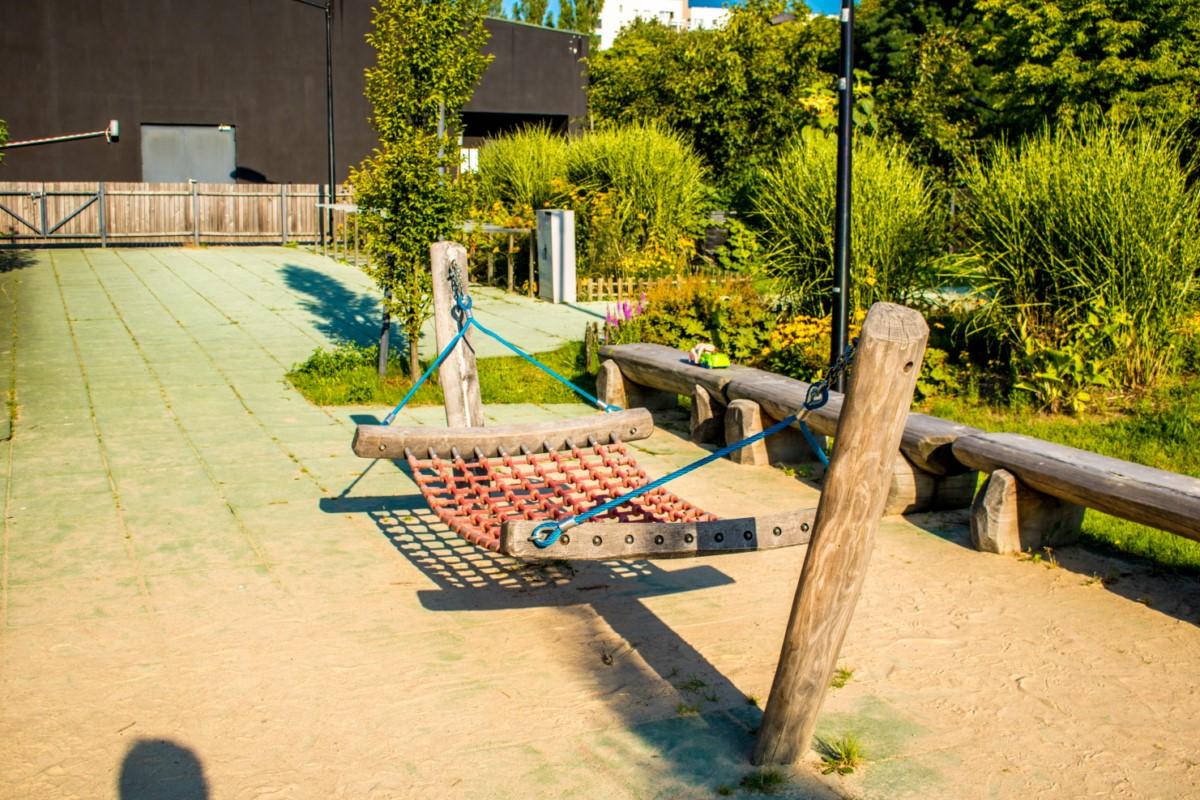 Plac Zabawy dla dzieci przy Służewskim Domu Kultury SDK Mokotów Warszawa zdjęcie 0