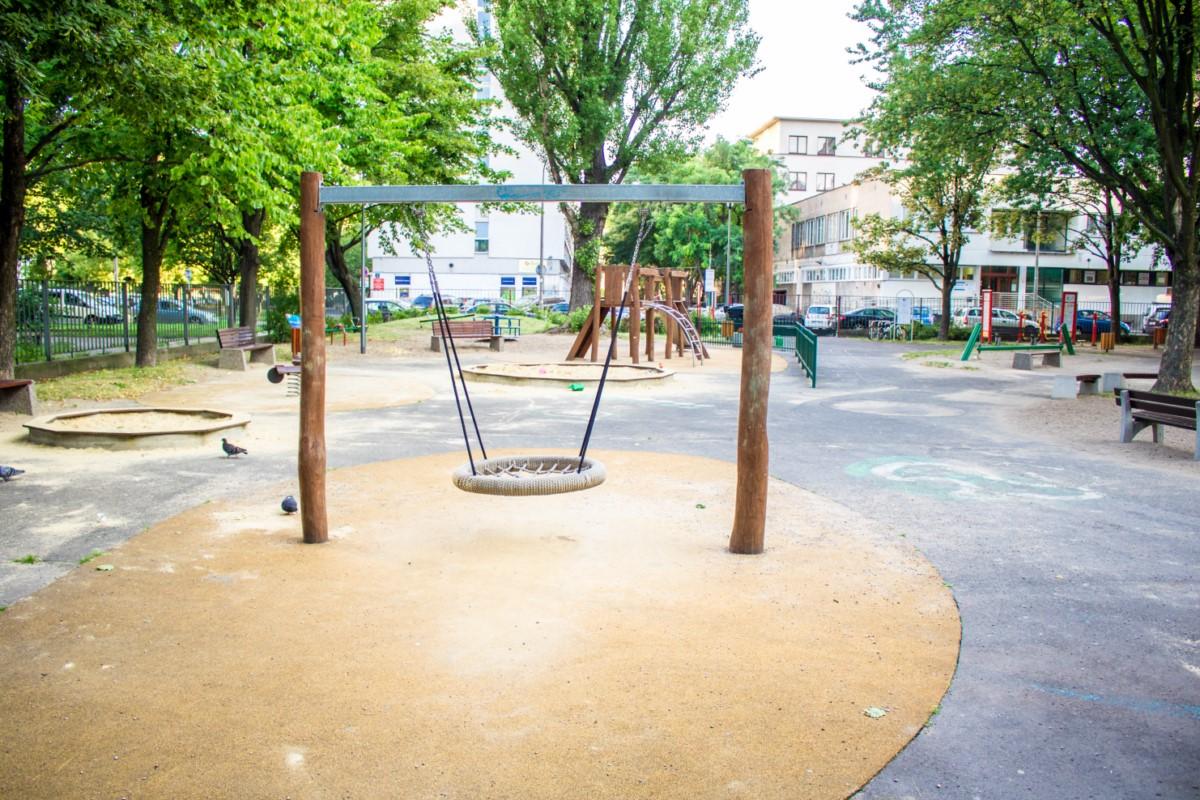 plac zabaw na skwerze górka w Warszawie zdjęcie 8