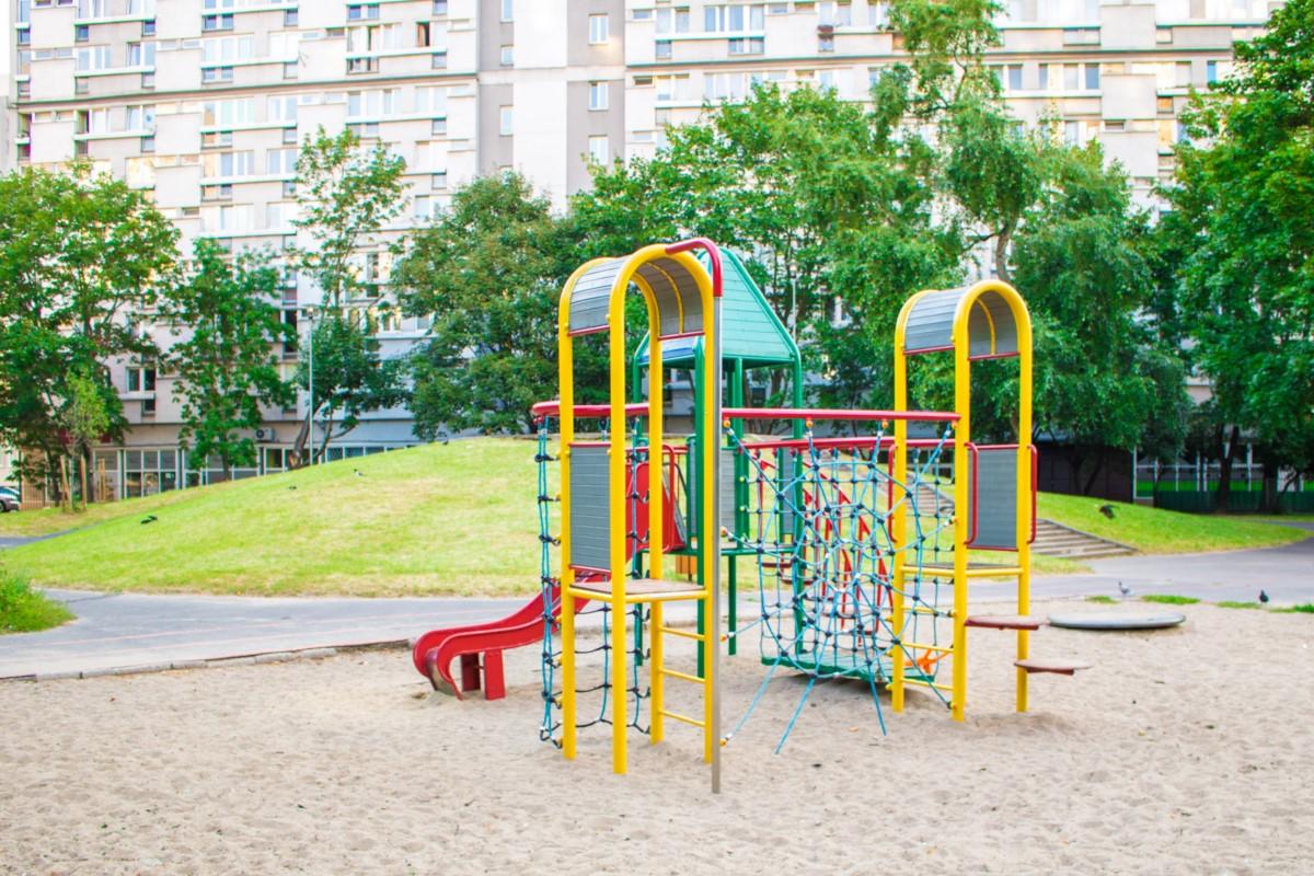 plac zabaw na skwerze górka w Warszawie zdjęcie 7