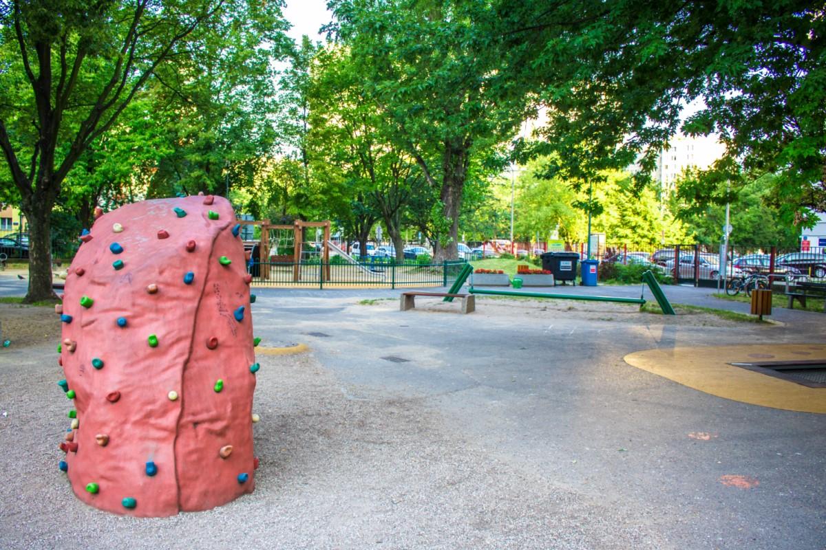plac zabaw na skwerze górka w Warszawie zdjęcie 4