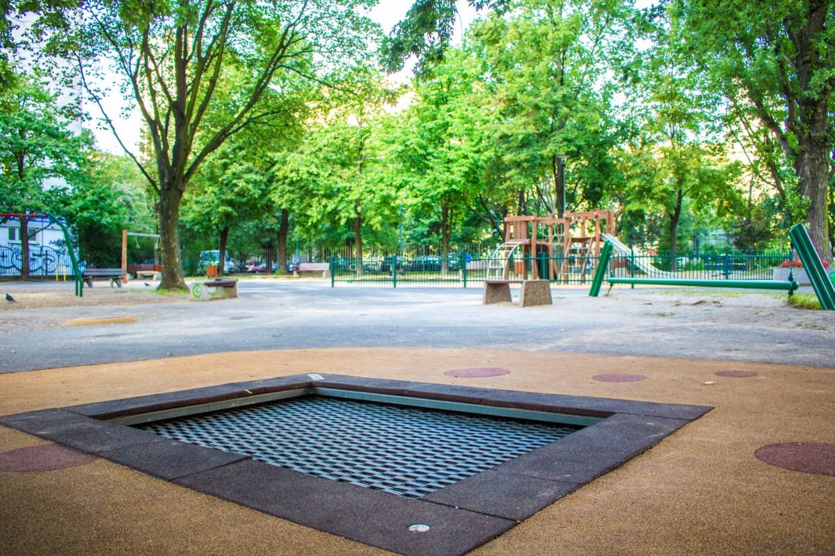 plac zabaw na skwerze górka w Warszawie zdjęcie 3