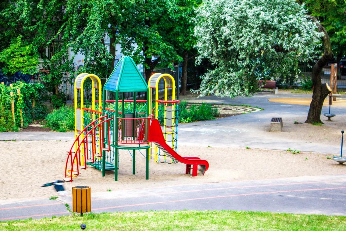 plac zabaw na skwerze górka w Warszawie zdjęcie 1
