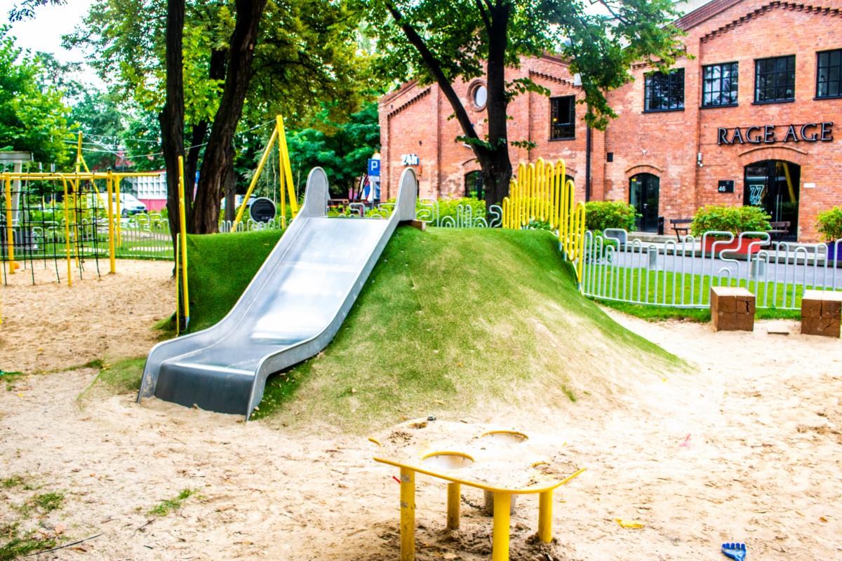 plac zabaw dla dzieci w fabryce soho w warszawie  zdjęcie 4