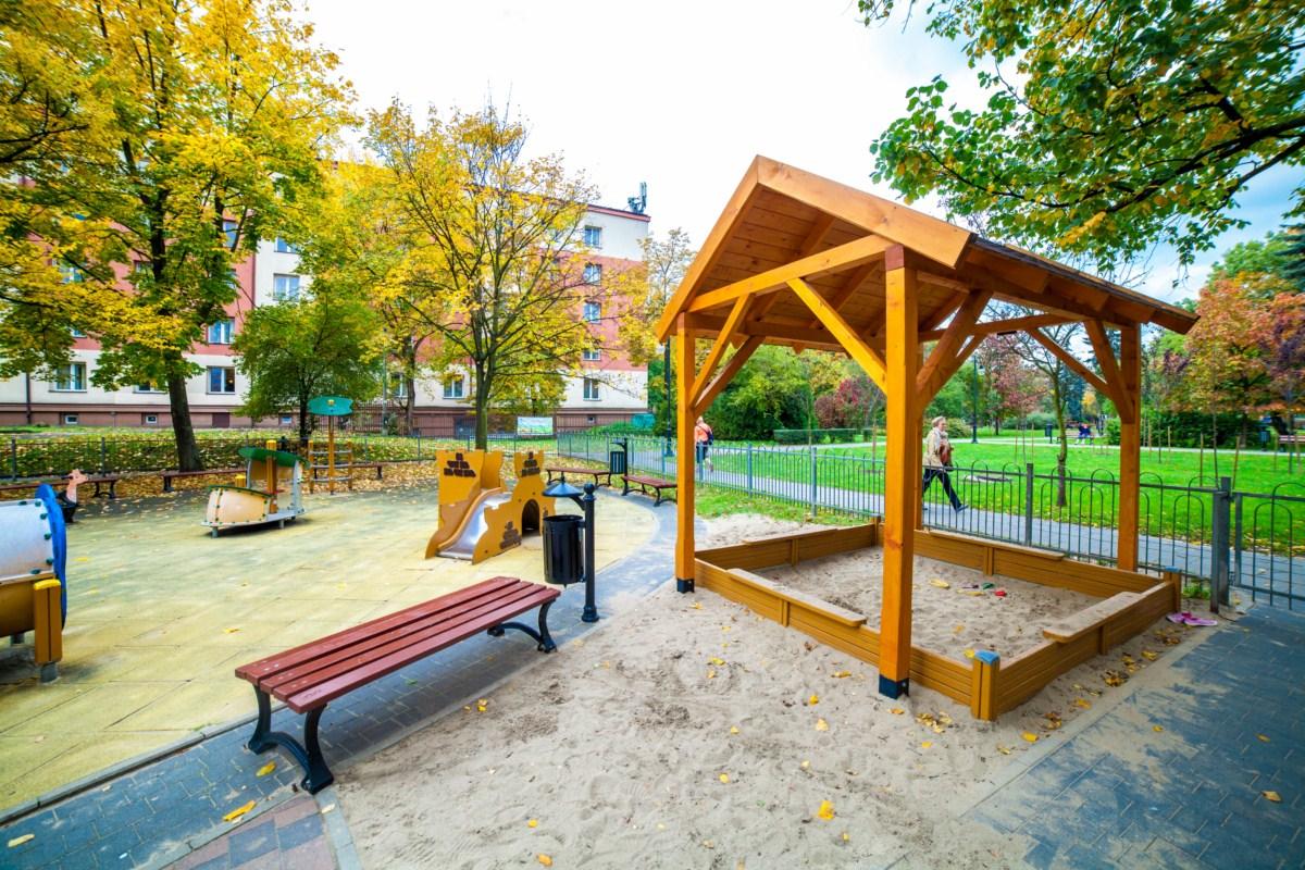 Plac zabaw Kraków Krowodrza Parku Wincentego á Paulo zdjęcie 0