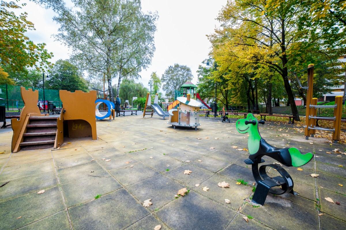 Plac zabaw Kraków Krowodrza Parku Wincentego á Paulo zdjęcie 1