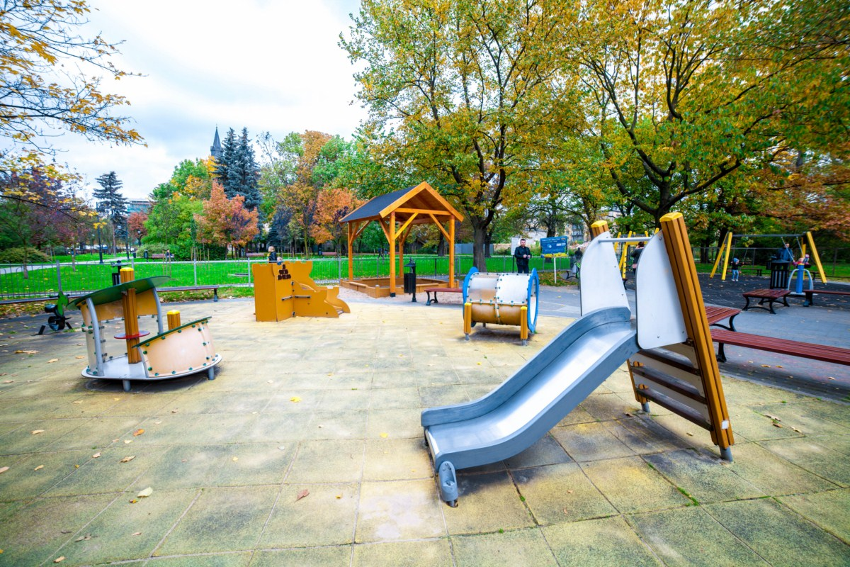 Plac zabaw Kraków Krowodrza Parku Wincentego á Paulo zdjęcie 3