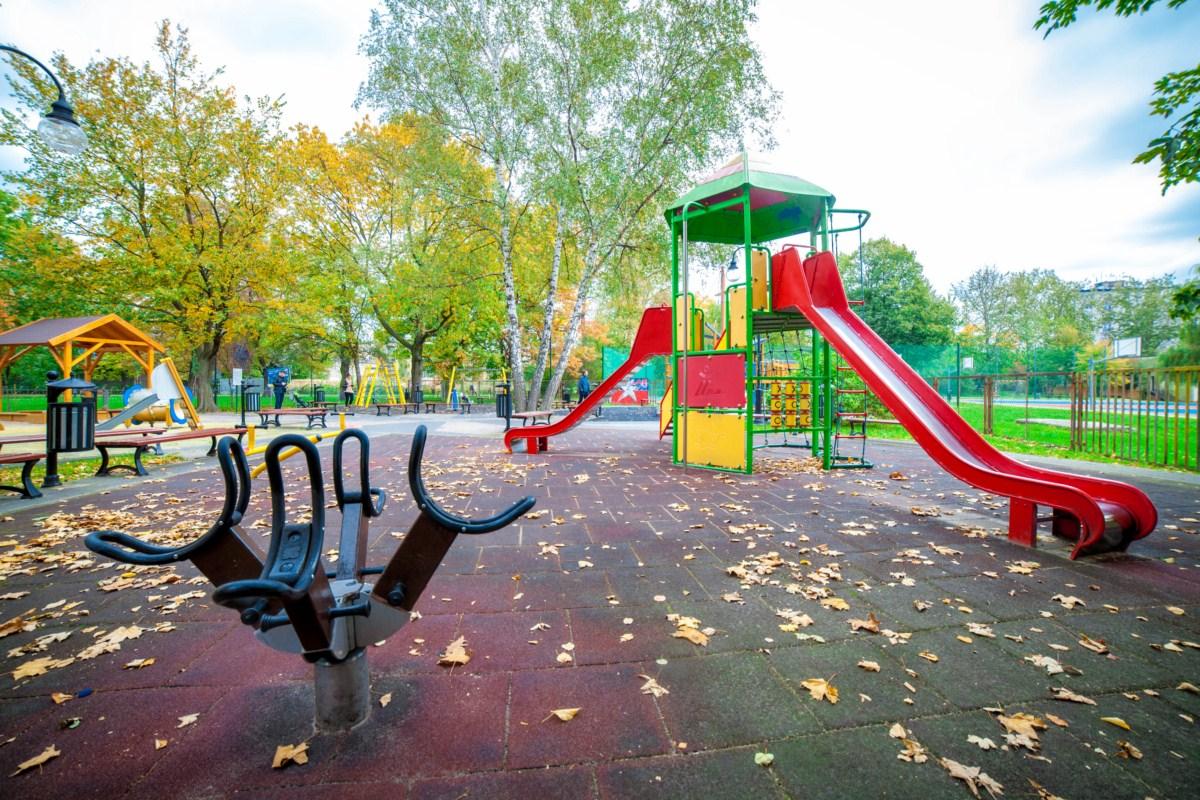 Plac zabaw Kraków Krowodrza Parku Wincentego á Paulo zdjęcie 5