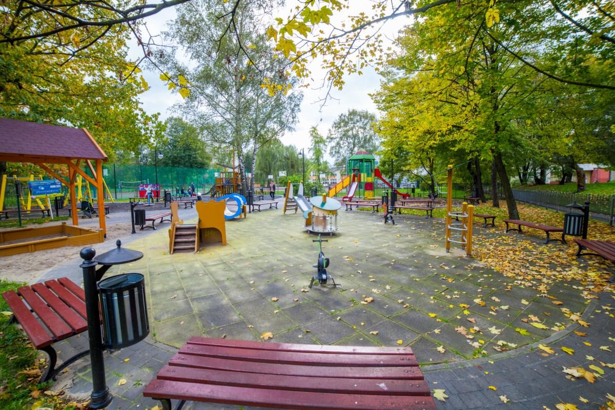 Plac zabaw Kraków Krowodrza Parku Wincentego á Paulo zdjęcie 11