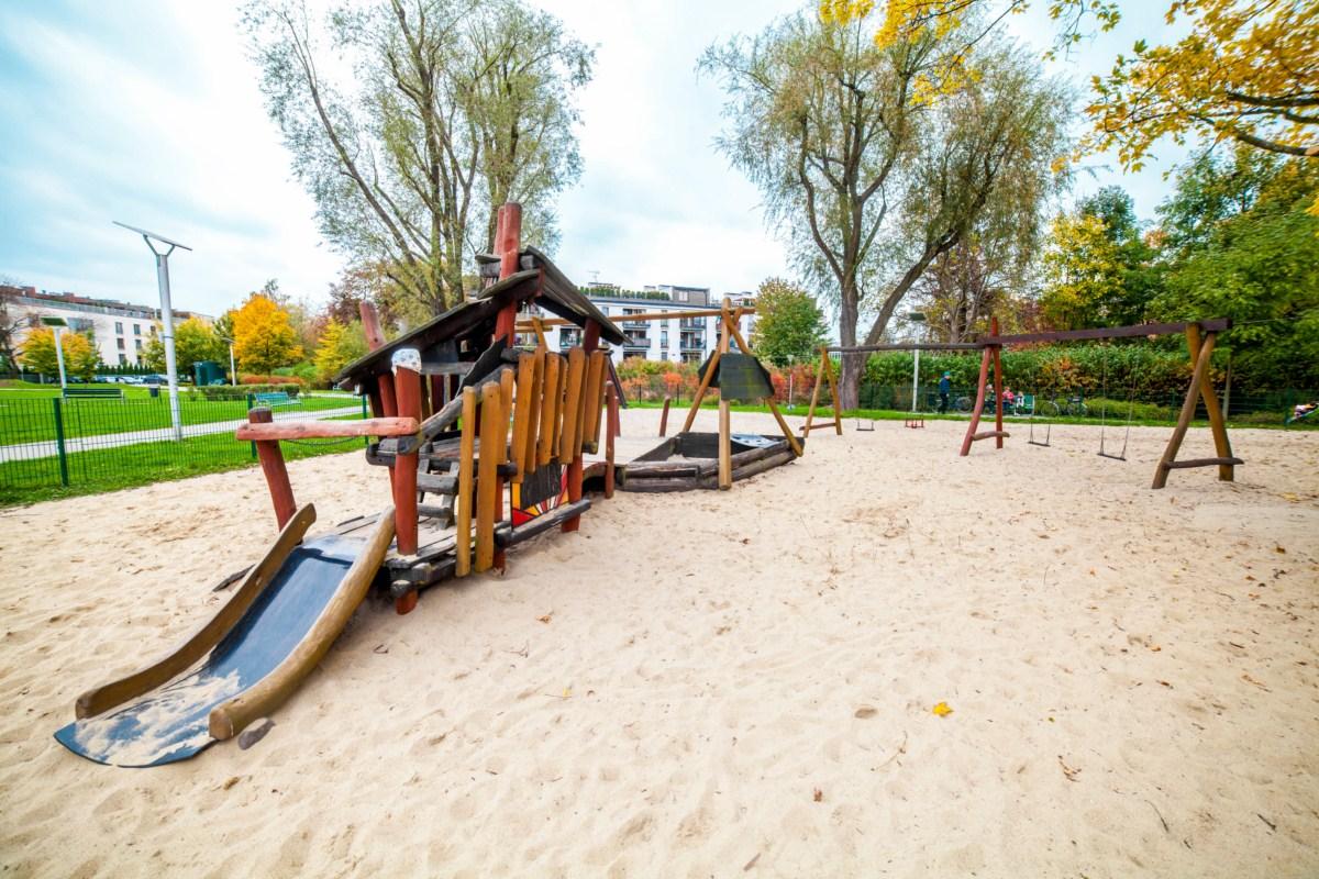Smoczy plac zabaw dla dzieci Kraków park Zaczarowanej Dorożki zdjęcie 8