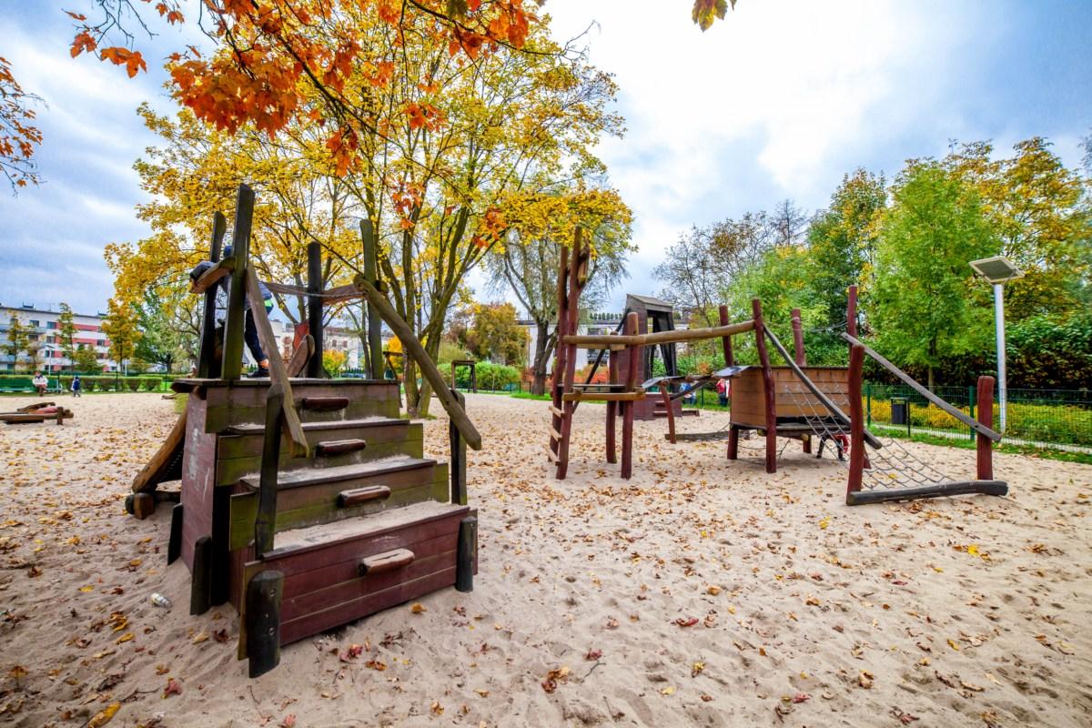 Smoczy plac zabaw dla dzieci Kraków park Zaczarowanej Dorożki zdjęcie 2