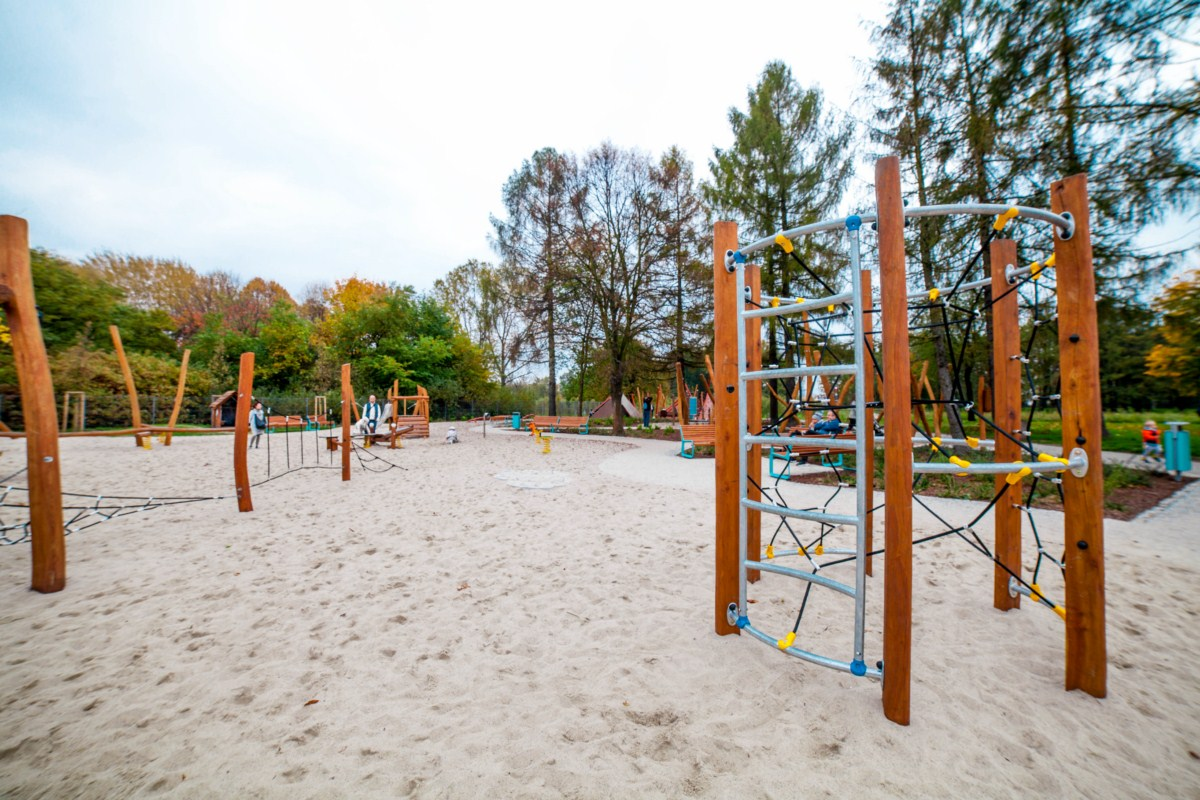 Smoczy plac zabaw w Parku Arena w Krakowie zdjęcie 4