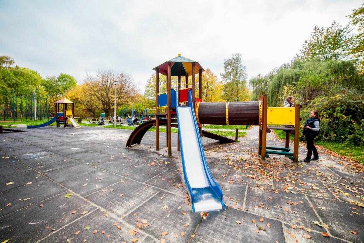 Plac zabaw dla dzieci w Parku Lotników Polskich w Krakowie zdjęcie 13