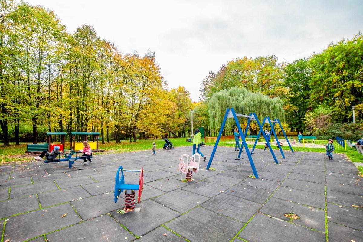 Plac zabaw dla dzieci w Parku Lotników Polskich w Krakowie zdjęcie 8