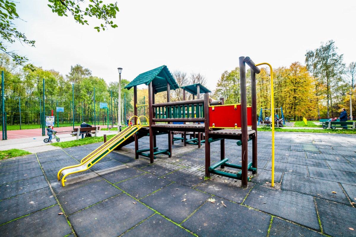 Plac zabaw dla dzieci w Parku Lotników Polskich w Krakowie zdjęcie 4