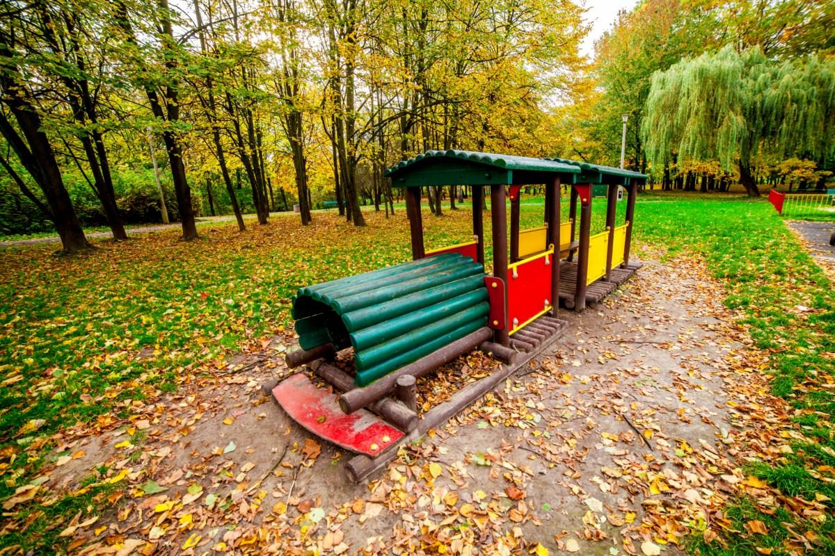 Plac zabaw dla dzieci w Parku Lotników Polskich w Krakowie zdjęcie 2