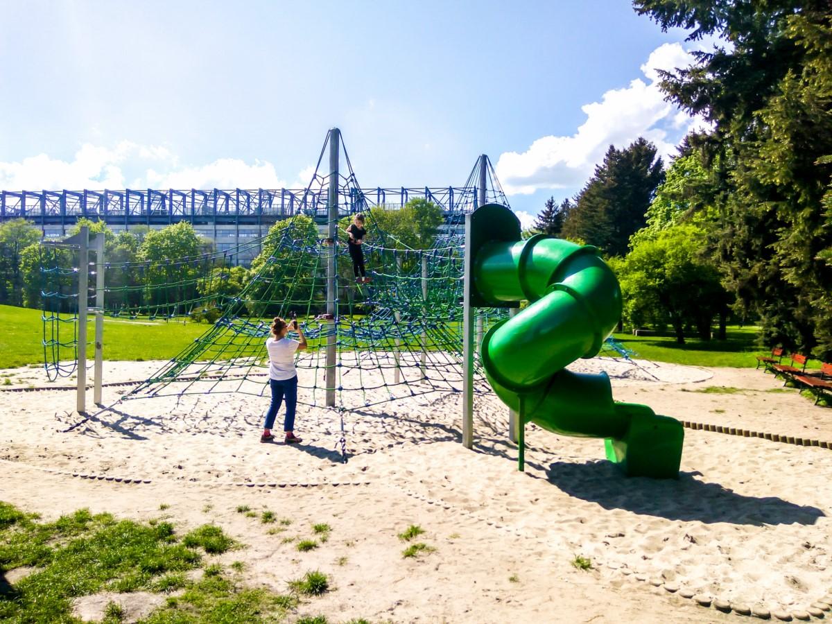 linowe instalacje do wspinaczki w parku jordana w krakowie zdjęcie 6