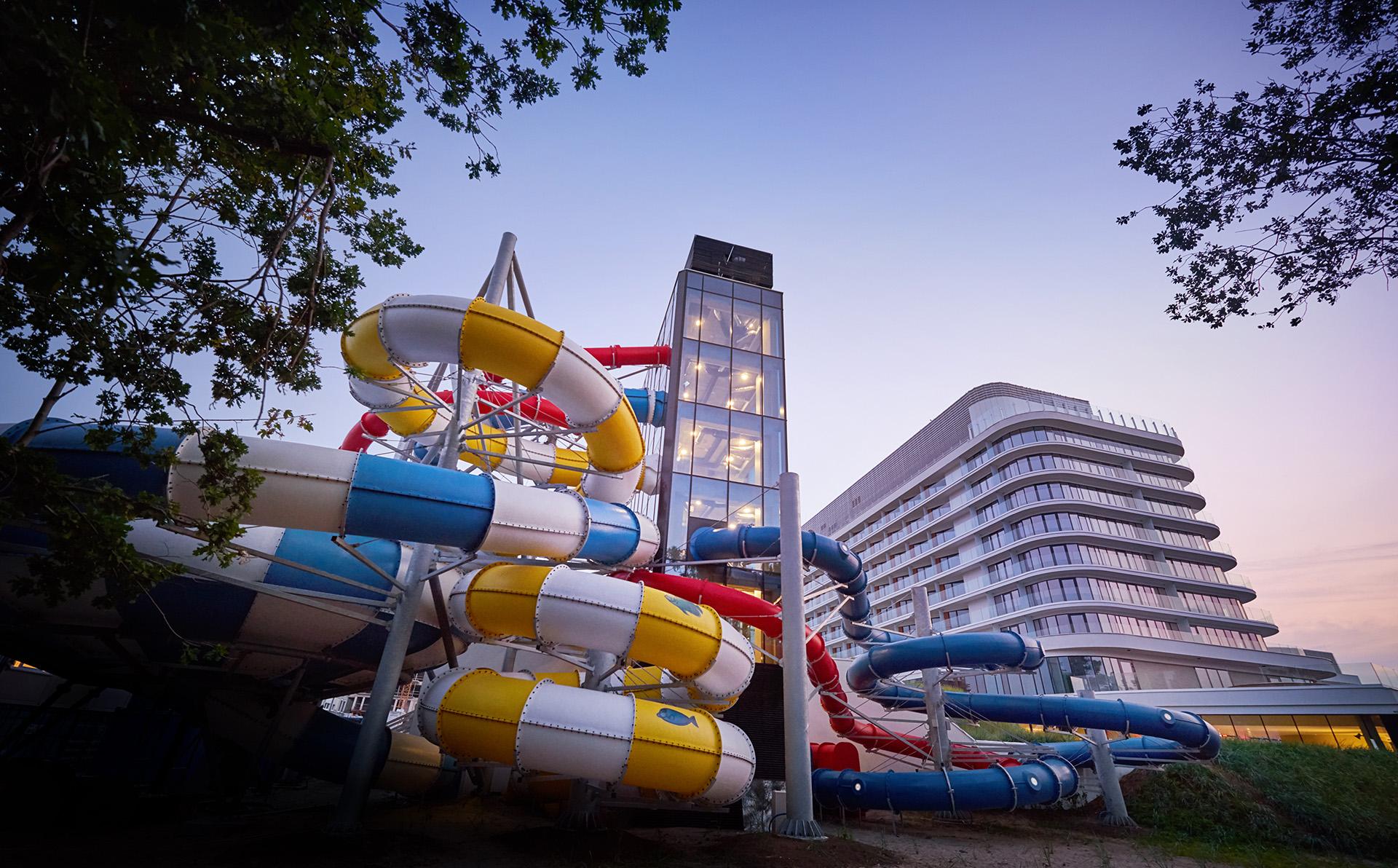 Radisson blu resort swinoujscie by zdrojowa zdjecie photo aquapark exterior zjezdzalnie 01 fullhd