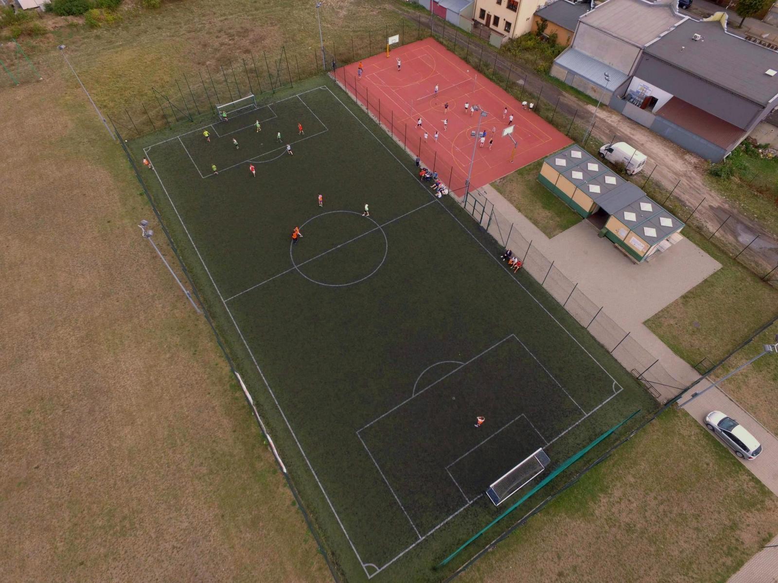 boiska do gry w piłkę nożną i koszykówkę orlik w Zgierzu