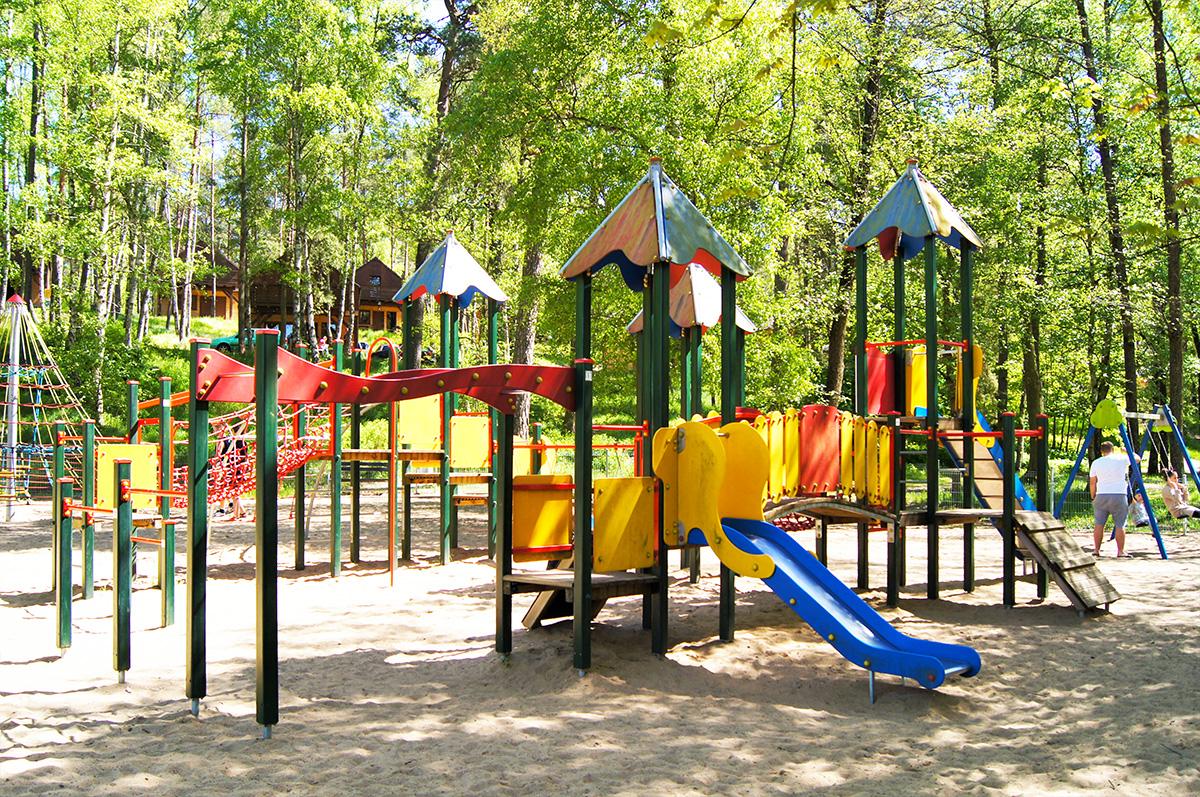 plac zabaw dla dzieci w Pile jezioro płotki