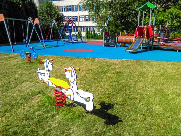 Plac zabaw przy Górnośląskim Centrum Zdrowia Dziecka
