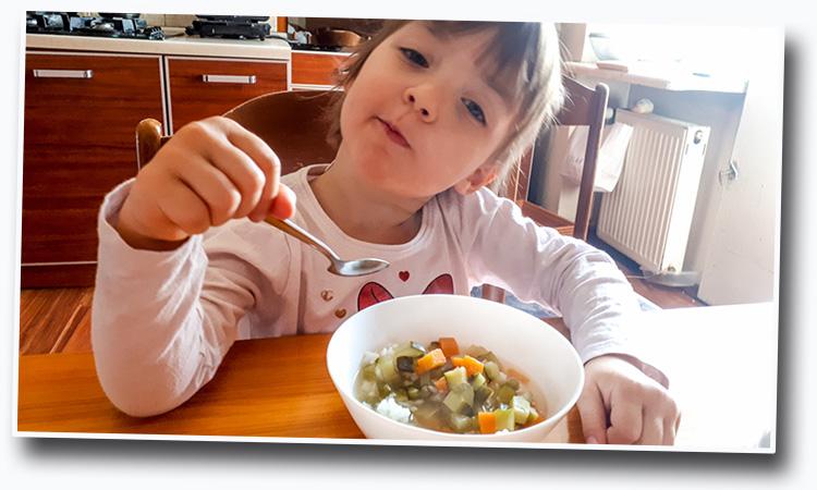 jak nauczyć dziecko jeść zupy