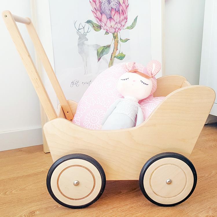 drewniany wózek dla dziewczynki