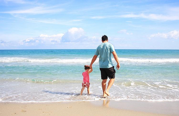 co zabrać na plażę z dzieciem