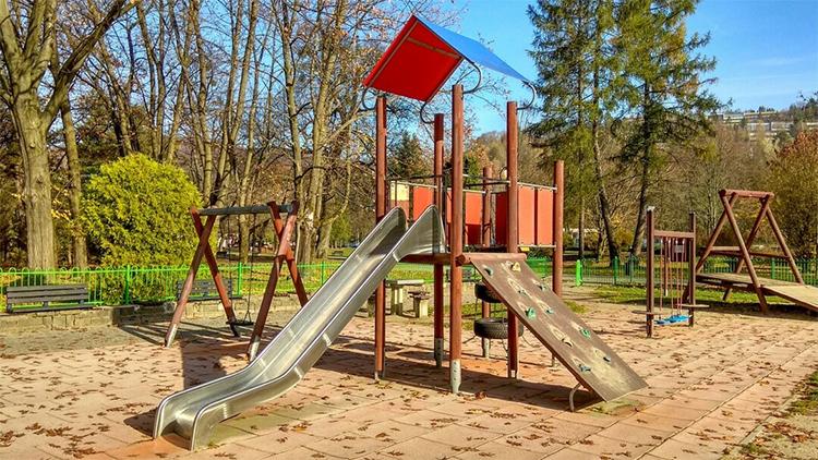 plac zabaw park Kopczyńskiego w Wiśle