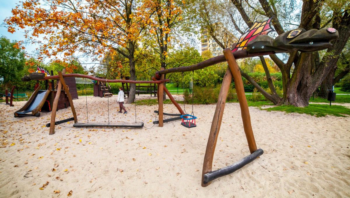 Smoczy plac zabaw dla dzieci w parku Zaczarowanej Dorożki w Krakowie