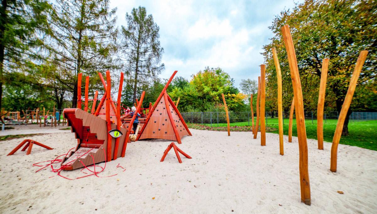smoczy skwer plac zabaw dla dzieci w parku arena w krakowie