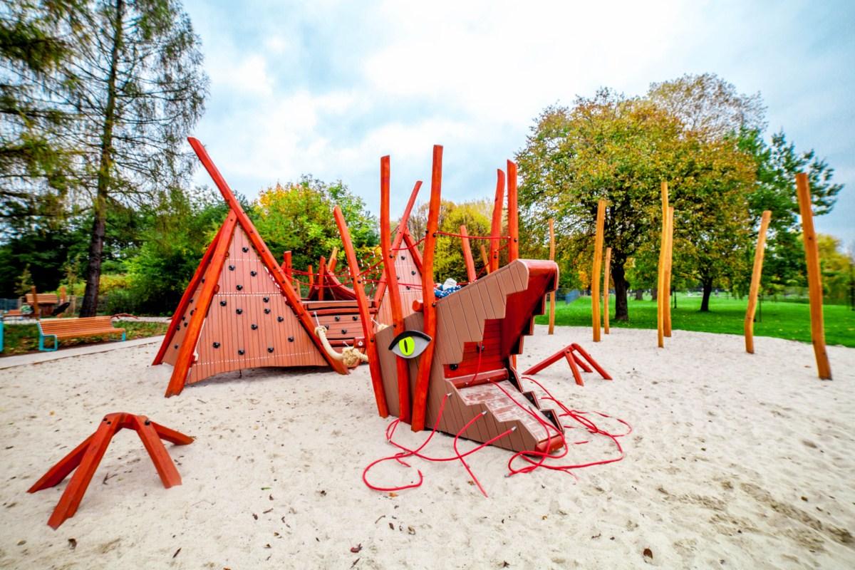 smoczy skwer plac zabaw w parku arena w Krakowie