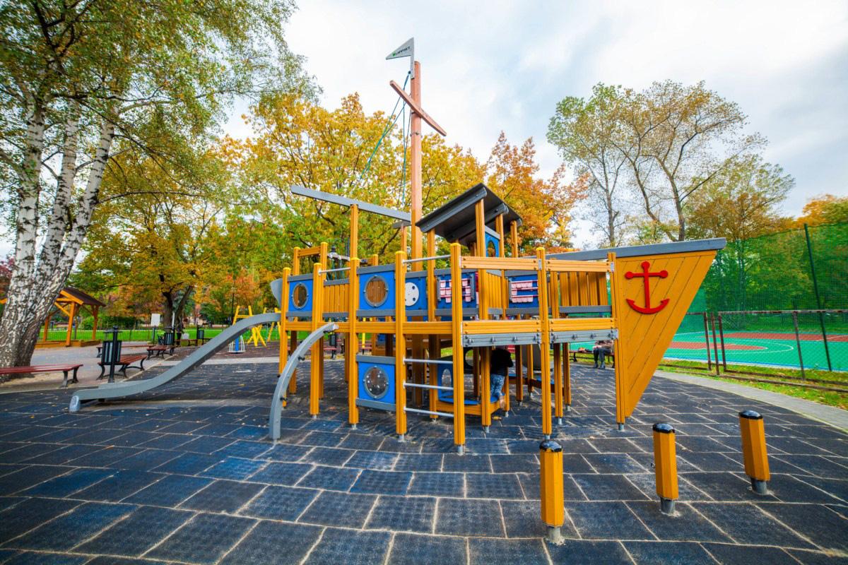 plac zabaw statek w Krakowie