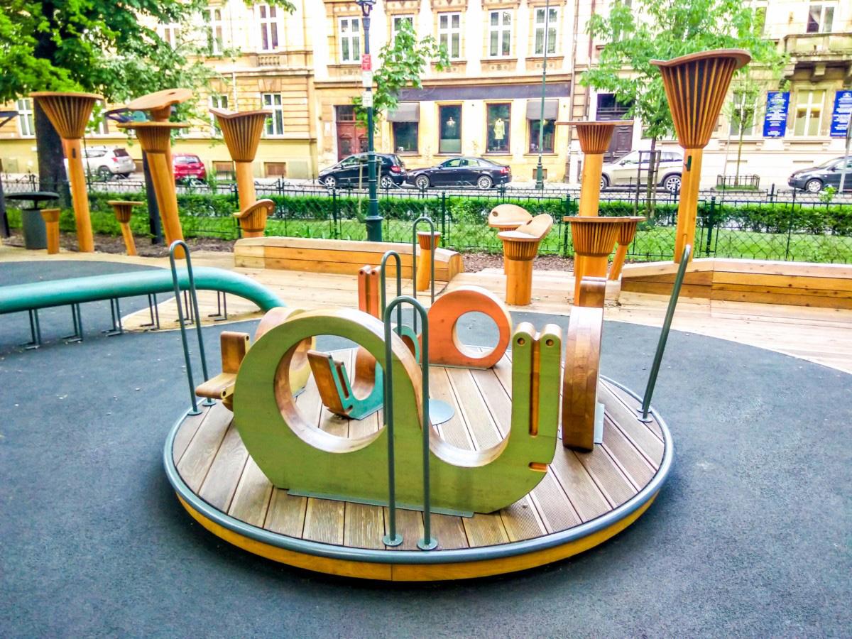 plac zabaw dla dzieci na plantach w Krakowie