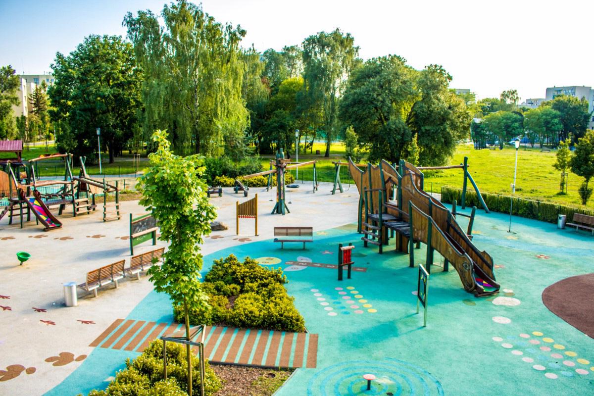 plac zabaw dla dzieci park jurajski Warszawa Olkówek
