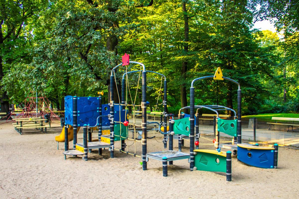 plac zabaw w ogrodzie saskim w Warszawie